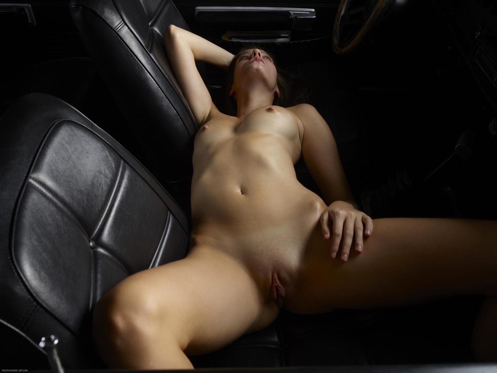 Любительское Фото Обнаженной Девушке В Машине
