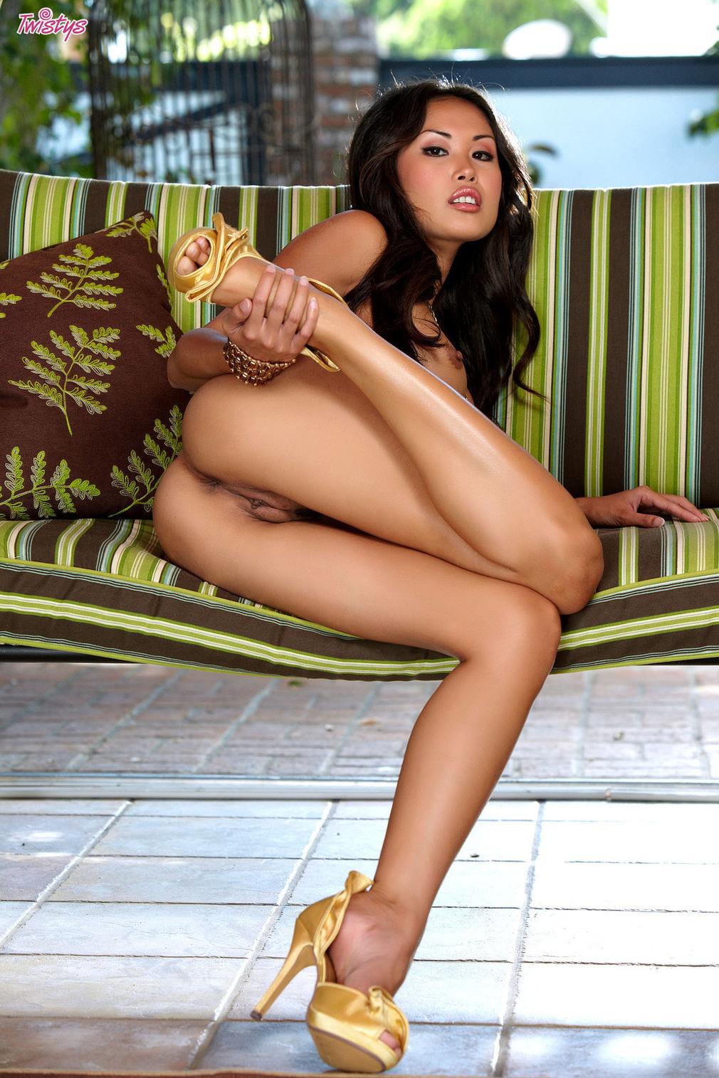 Zdjęcie porno - 101 - Azjatka ze sztucznymi cycami