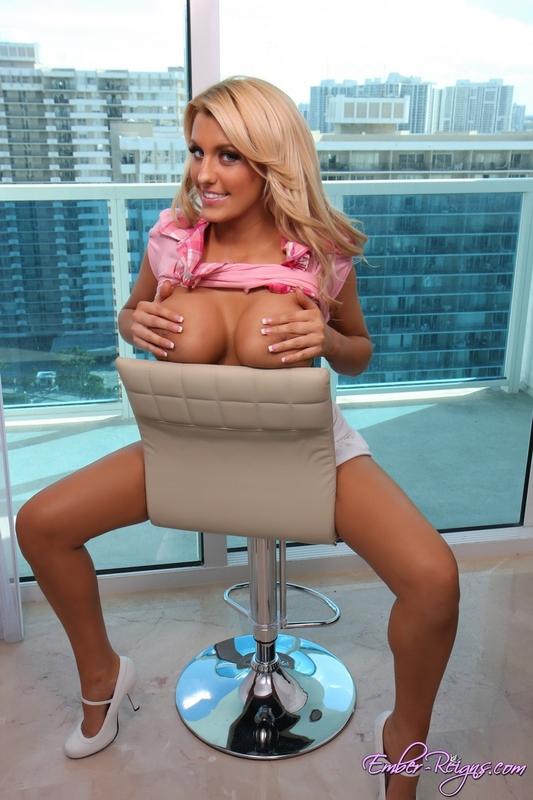 Zdjęcie porno - 0810 - Blondyna w wieżowcu