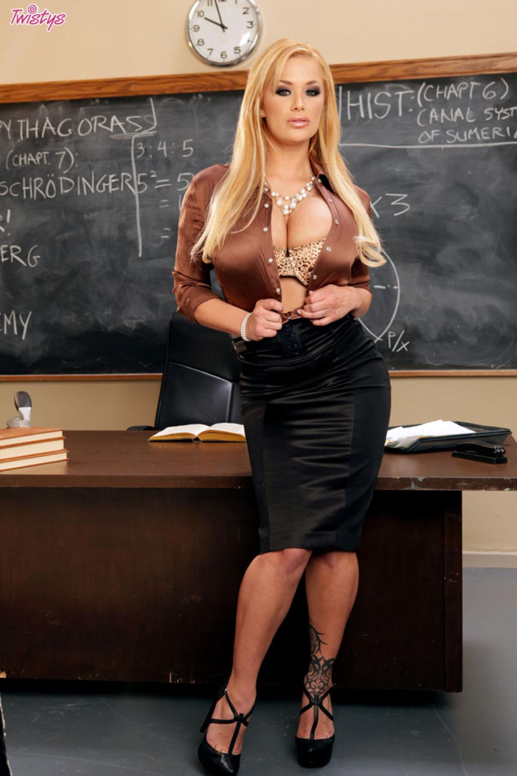 Zdjęcie porno - 0211 - Cycata nauczycielka