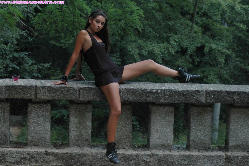 Zdjęcie porno - 031 - Młoda dziewczyna w terenie
