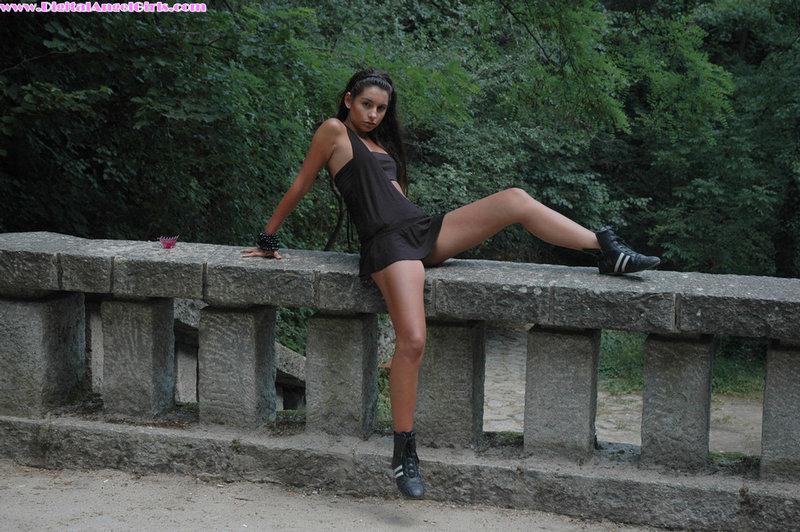 Zdjęcie porno - 051 - Młoda dziewczyna w terenie