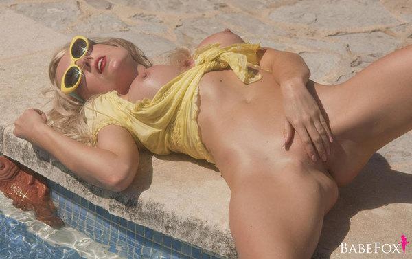 Zdjęcie porno - 12 - Blondyna w basenie