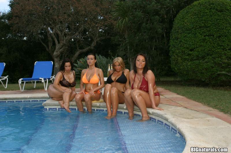 Zdjęcie porno - 003 - Cycate laski w basenie