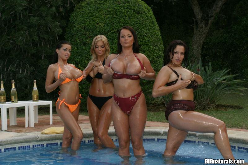 Zdjęcie porno - 025 - Cycate laski w basenie