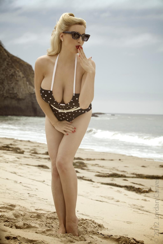 Zdjęcie porno - 058 - Elegancka laska na plaży