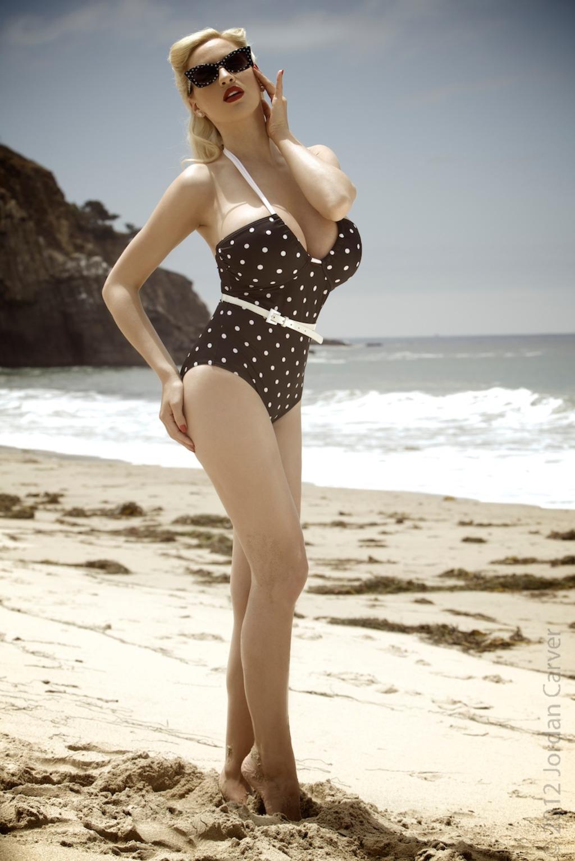 Zdjęcie porno - 135 - Elegancka laska na plaży