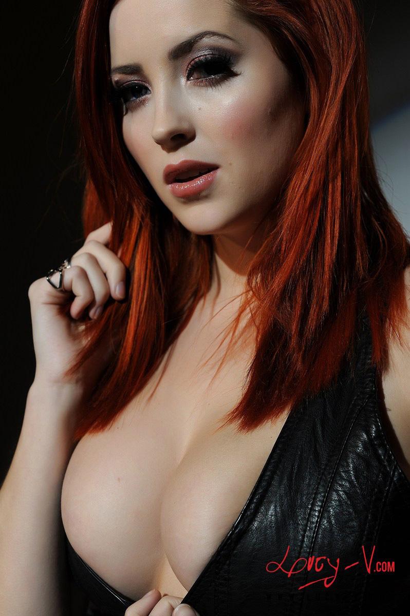 Zdjęcie porno - 0616 - Ruda z dużym biustem