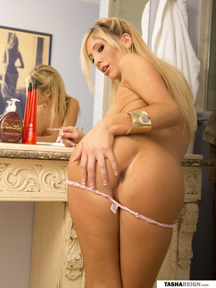Zdjęcie porno - 1015 - Brunetka w różowej bieliźnie