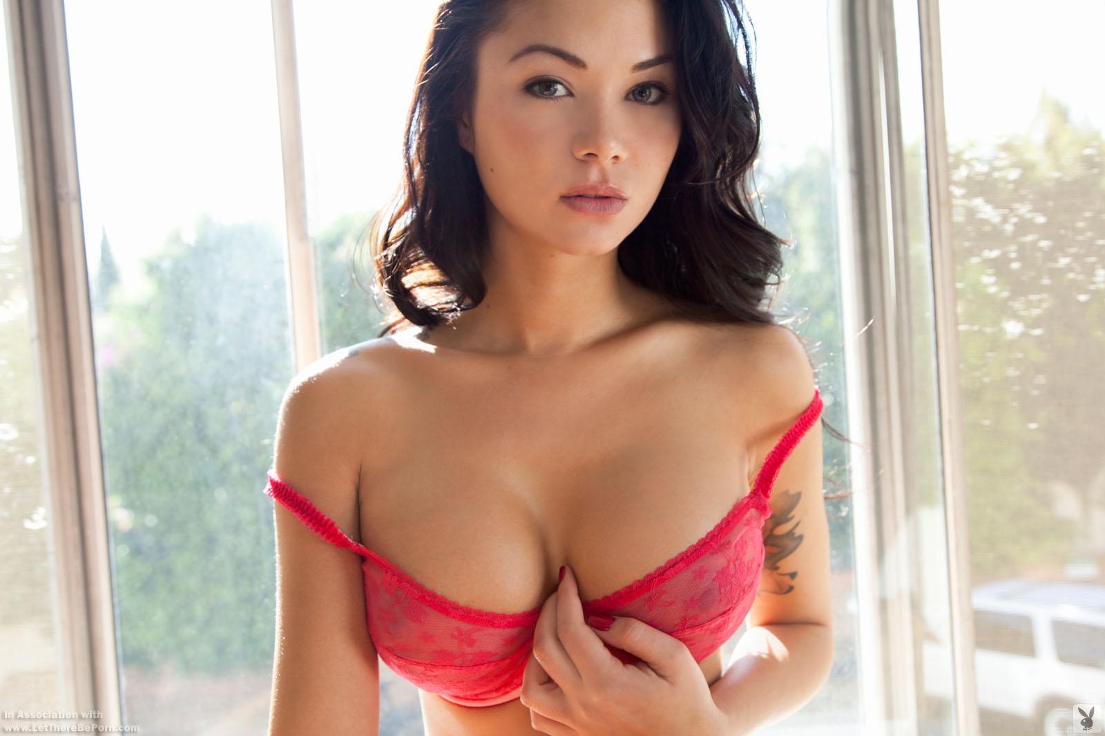 Zdjęcie porno - jennie reid   playboy plus original 000 - Brunetka z sylikonowymi cycami