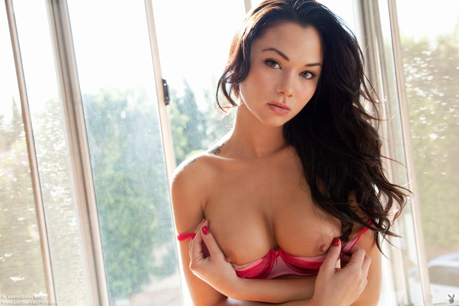 Zdjęcie porno - jennie reid   playboy plus original 001 - Brunetka z sylikonowymi cycami