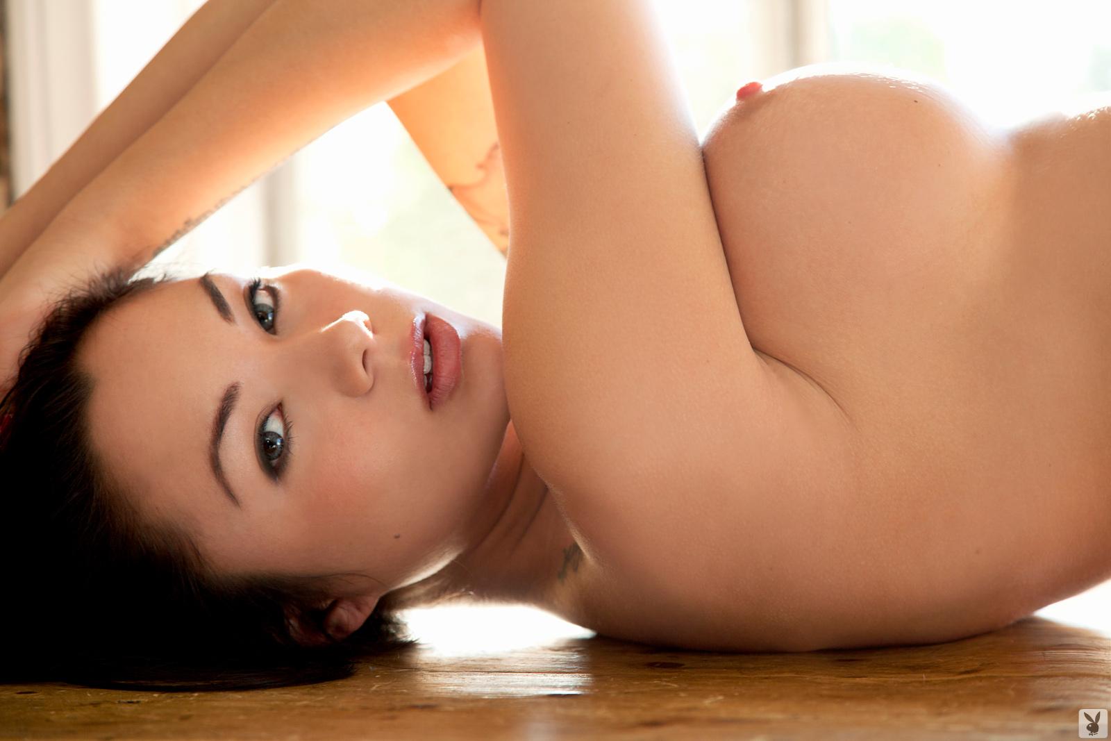 Zdjęcie porno - jennie reid   playboy plus original 004 - Brunetka z sylikonowymi cycami