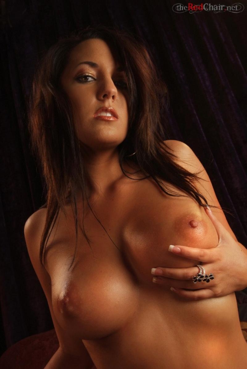 Zdjęcie porno - 0519 - Opalona laseczka na kanapie