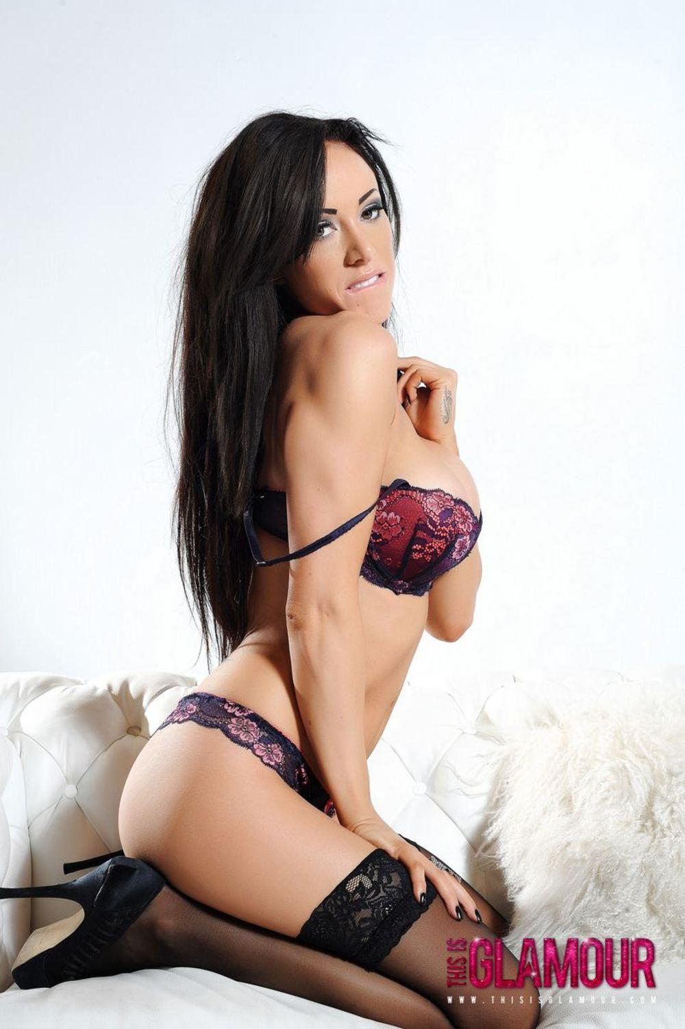 Zdjęcie porno - 0611 - Brunetka w seksownej bieliźnie