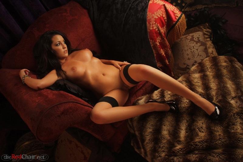 Zdjęcie porno - 0617 - Opalona laseczka na kanapie