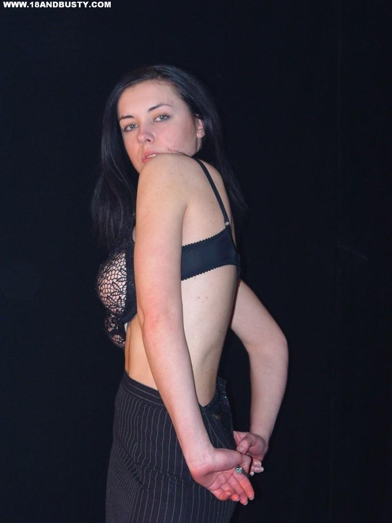 Zdjęcie porno - 0415 - Amatorka przed obiektywem aparatu