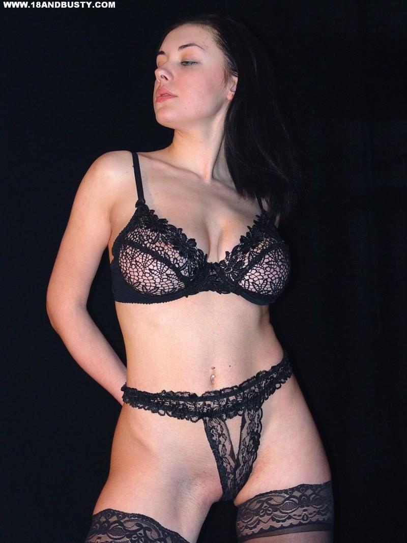 Zdjęcie porno - 0517 - Amatorka przed obiektywem aparatu