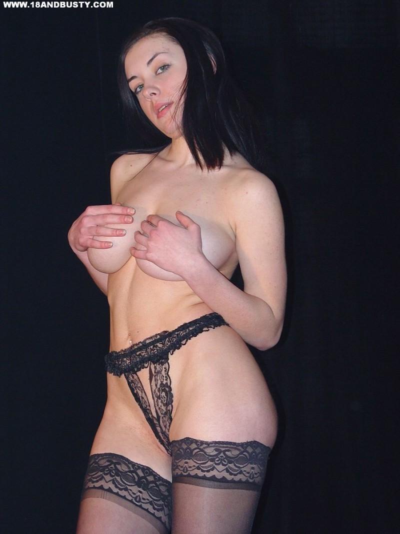 Zdjęcie porno - 0616 - Amatorka przed obiektywem aparatu