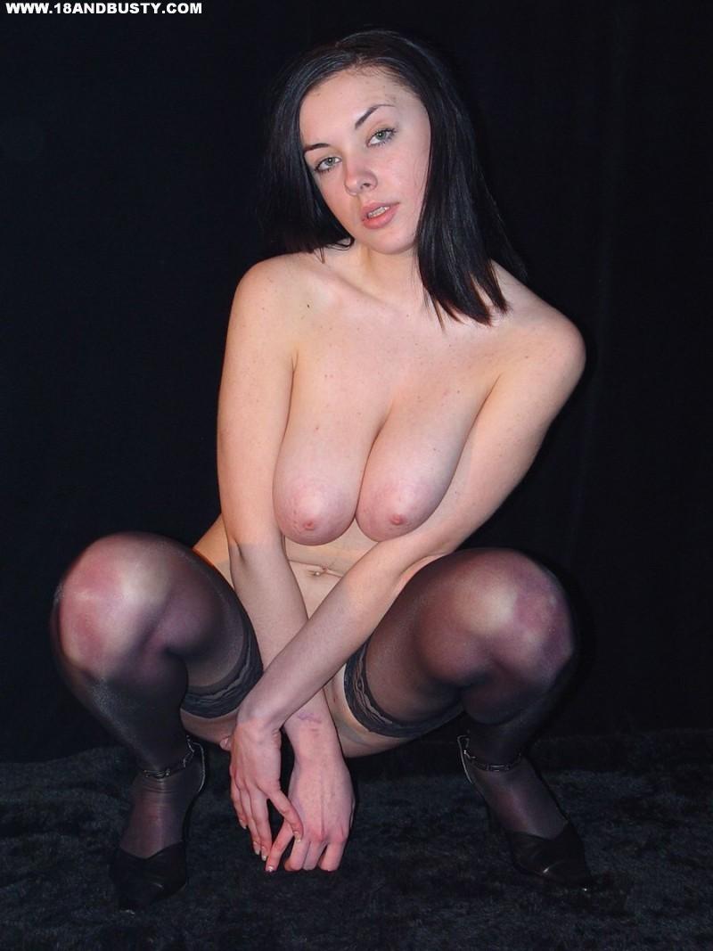 Zdjęcie porno - 0713 - Amatorka przed obiektywem aparatu