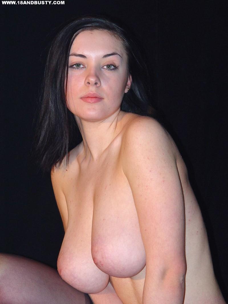Zdjęcie porno - 0815 - Amatorka przed obiektywem aparatu