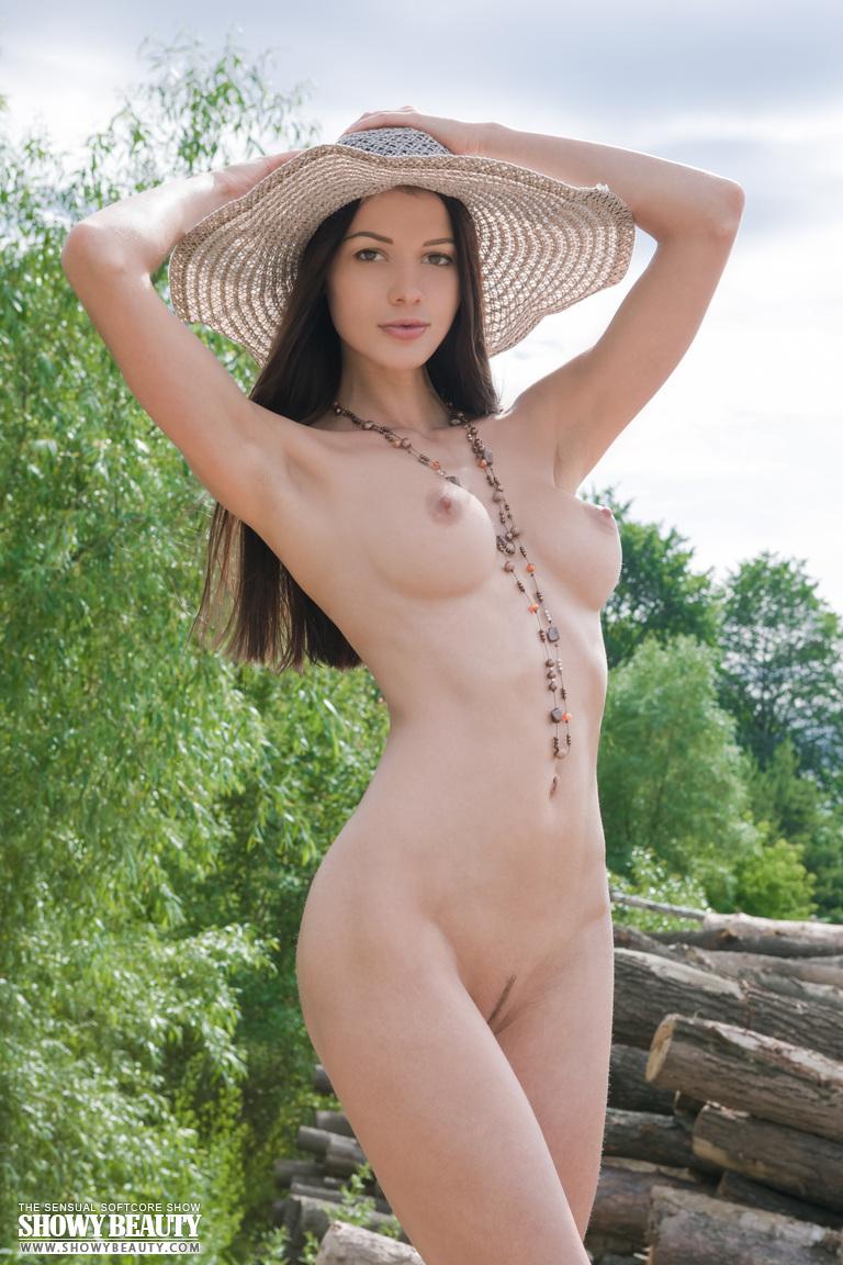 Zdjęcie porno - 01 11 - Laska w kapeluszu