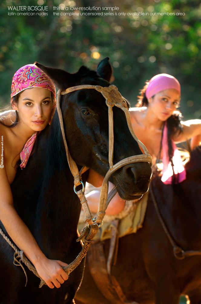 Zdjęcie porno - 043 - Brunetki na koniach