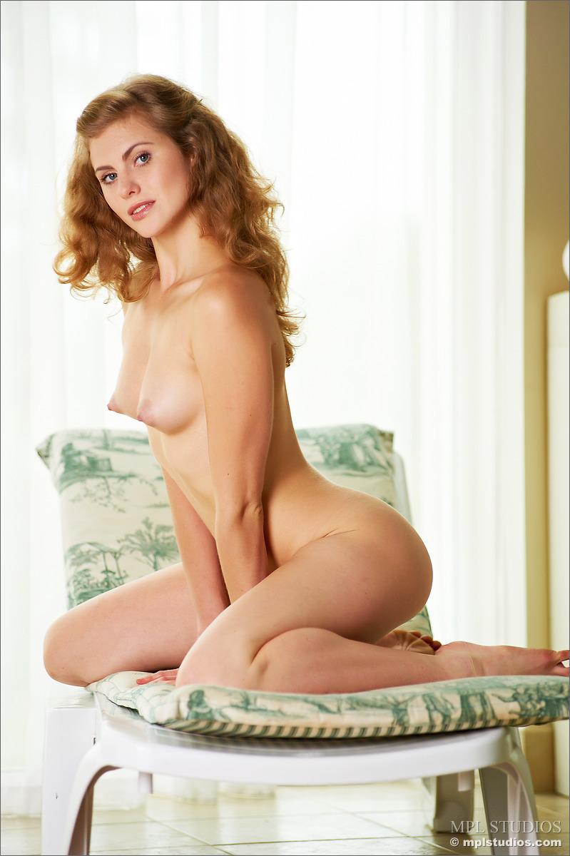 Zdjęcie porno - 0617 - Wypina swoje pośladki