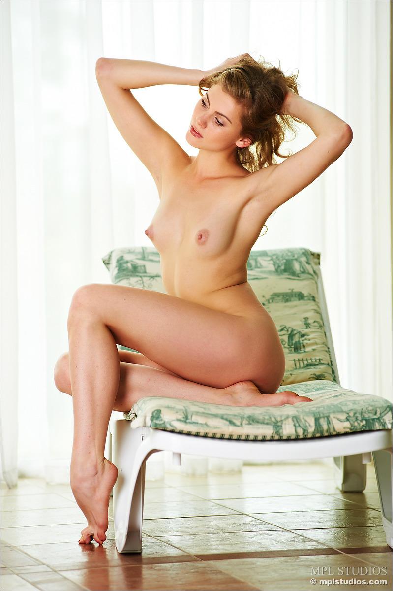 Zdjęcie porno - 0824 - Wypina swoje pośladki