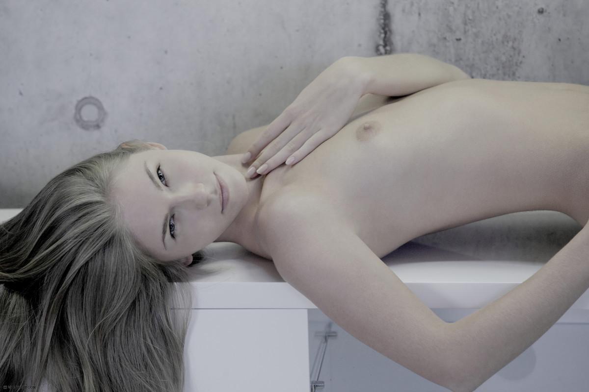 Zdjęcie porno - 144 - Małe cyce blondynki
