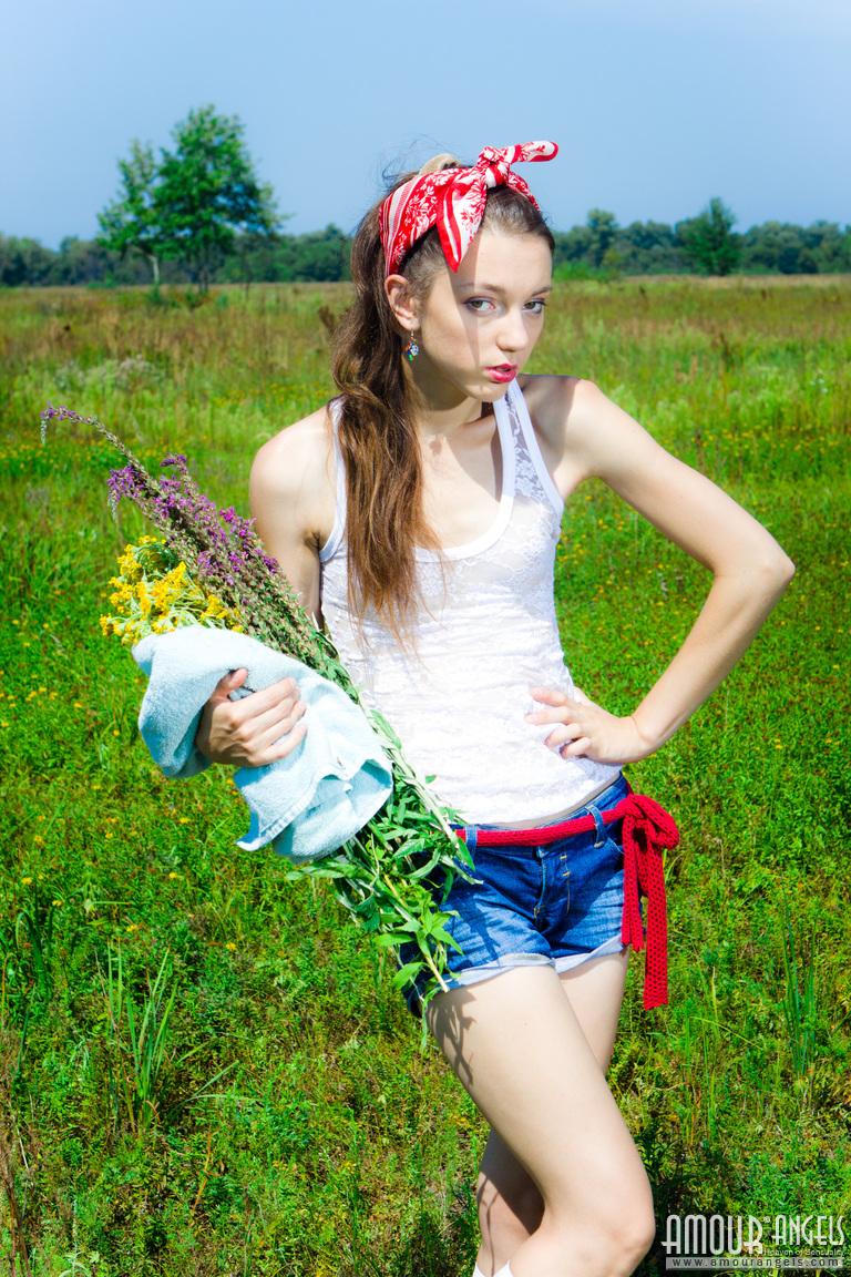 Zdjęcie porno - 015 - Młoda na trawie