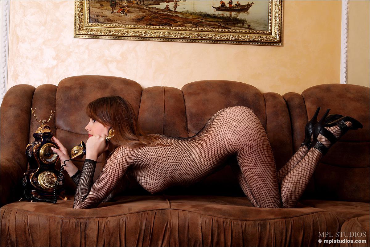 Zdjęcie porno - 0410 - Dziewczyna rozmawia z klientem