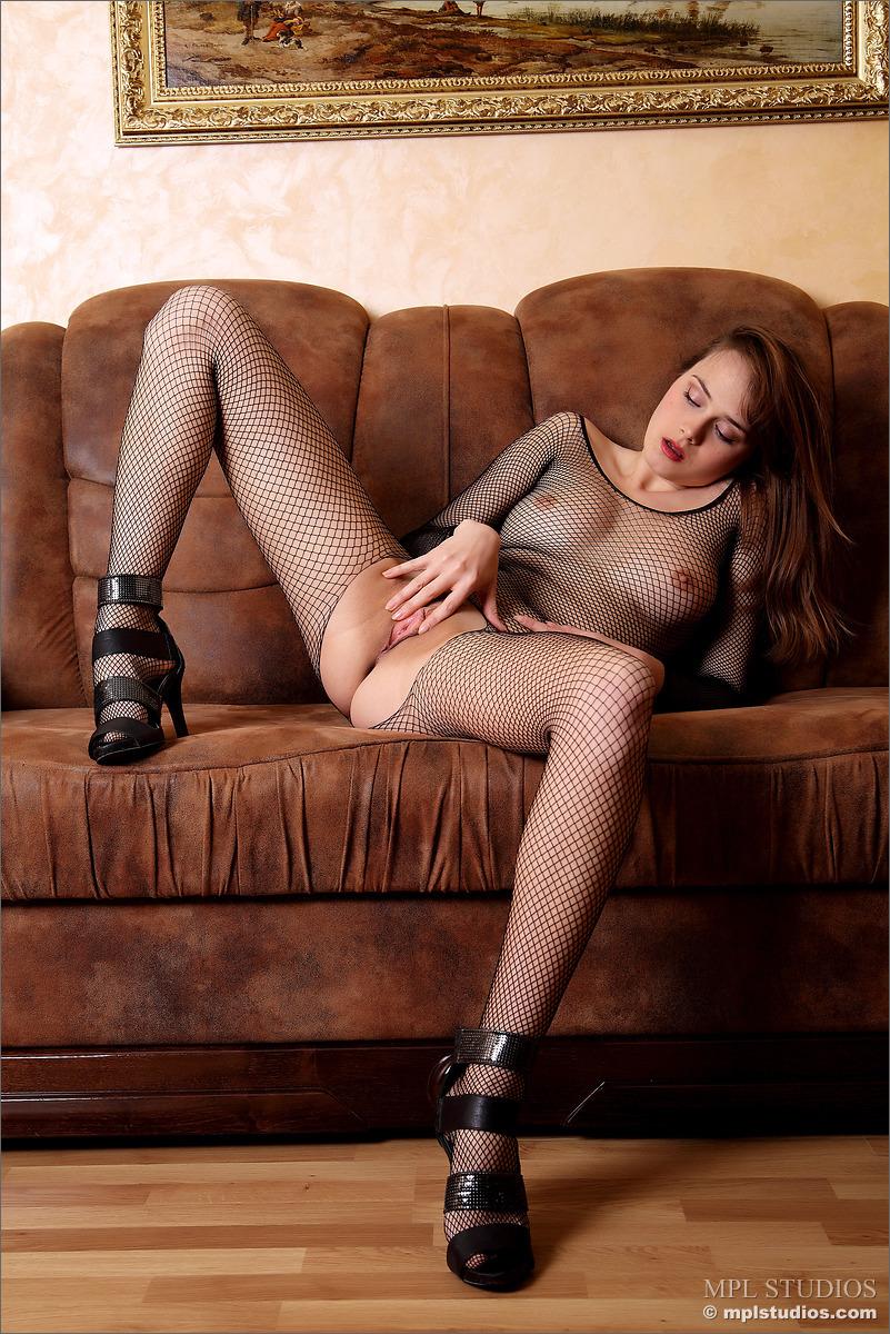 Zdjęcie porno - 0611 - Dziewczyna rozmawia z klientem