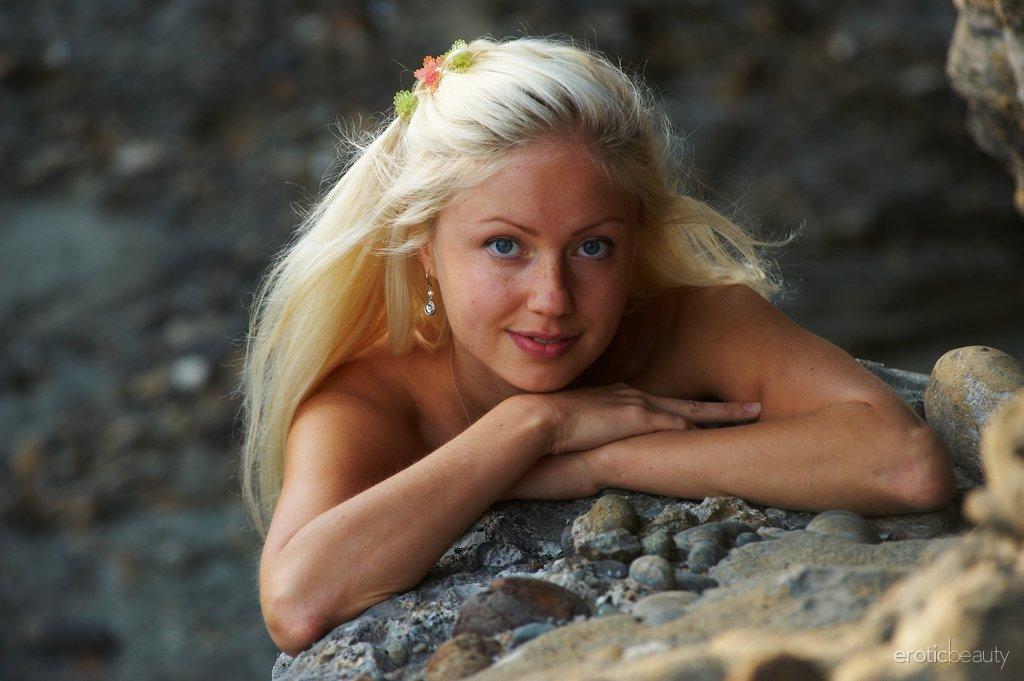 Zdjęcie porno - 1120 - Dziewczyna na skałach
