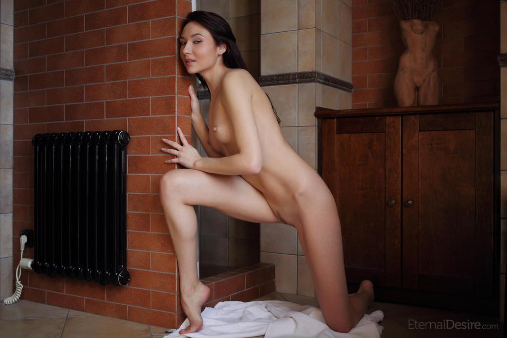 Zdjęcie porno - 0213 - Wychodzi spod prysznica