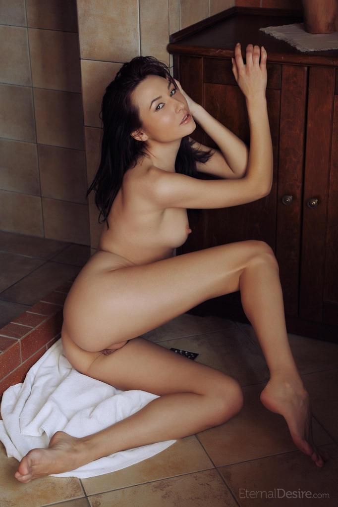 Zdjęcie porno - 141 - Dziewczyna po wieczornym prysznicu