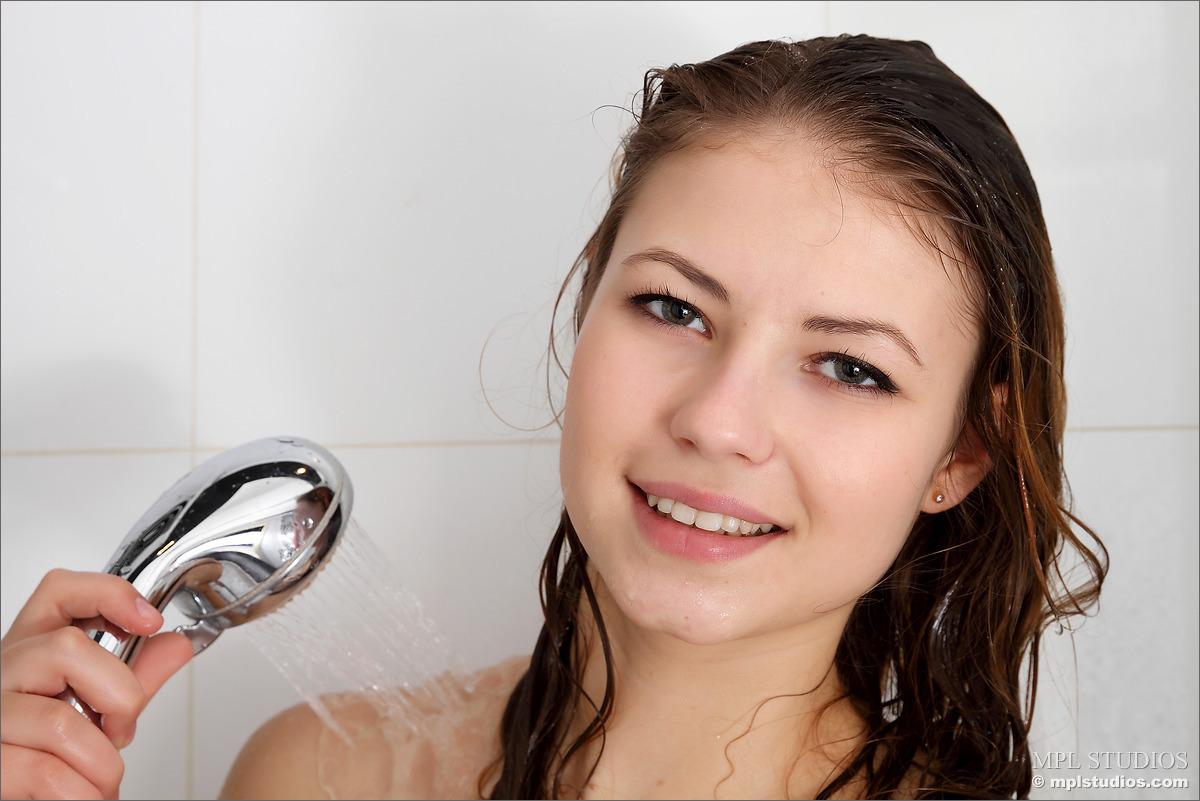 Zdjęcie porno - 082 - Suczka pod prysznicem