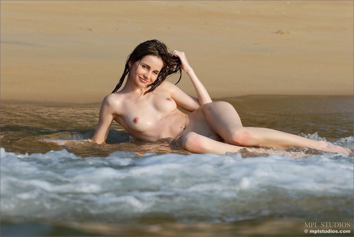 Zdjęcie porno - 0820 - Długonoga blada suczka