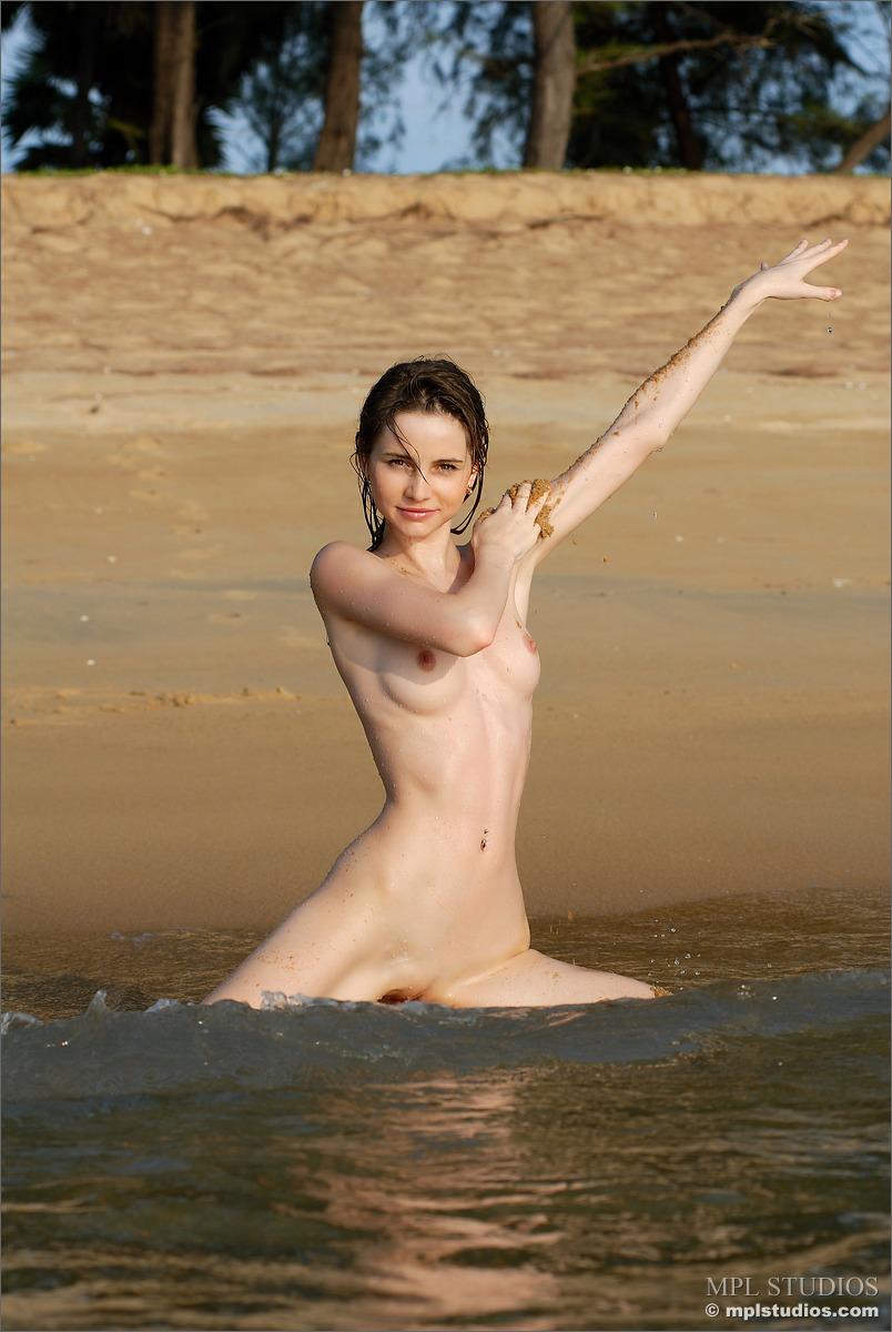 Zdjęcie porno - 129 - Długonoga blada suczka