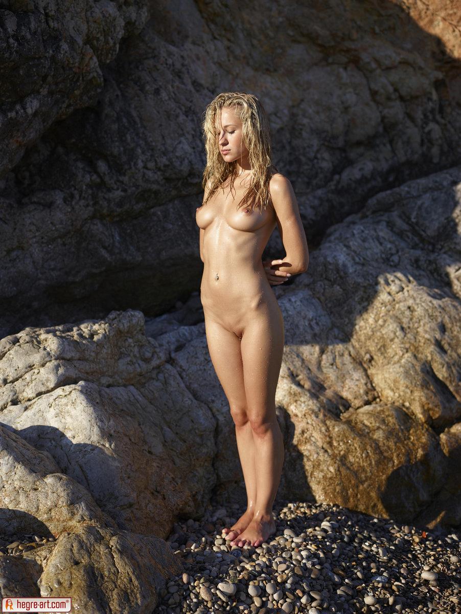 Zdjęcie porno - 017 - Śliska blond łania na plaży