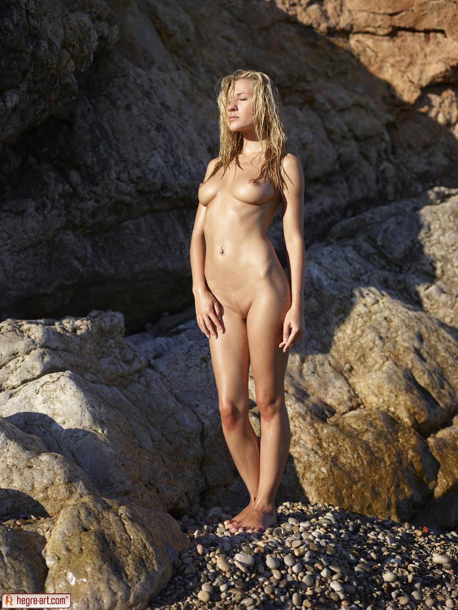 Zdjęcie porno - 0210 - Śliska blond łania na plaży