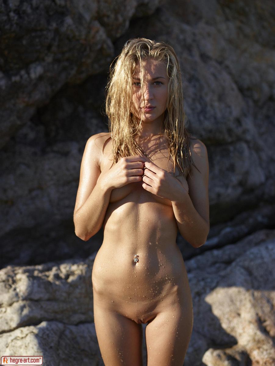 Zdjęcie porno - 0312 - Śliska blond łania na plaży