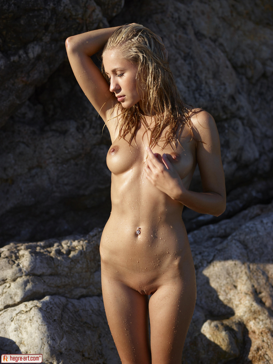 Zdjęcie porno - 0412 - Śliska blond łania na plaży