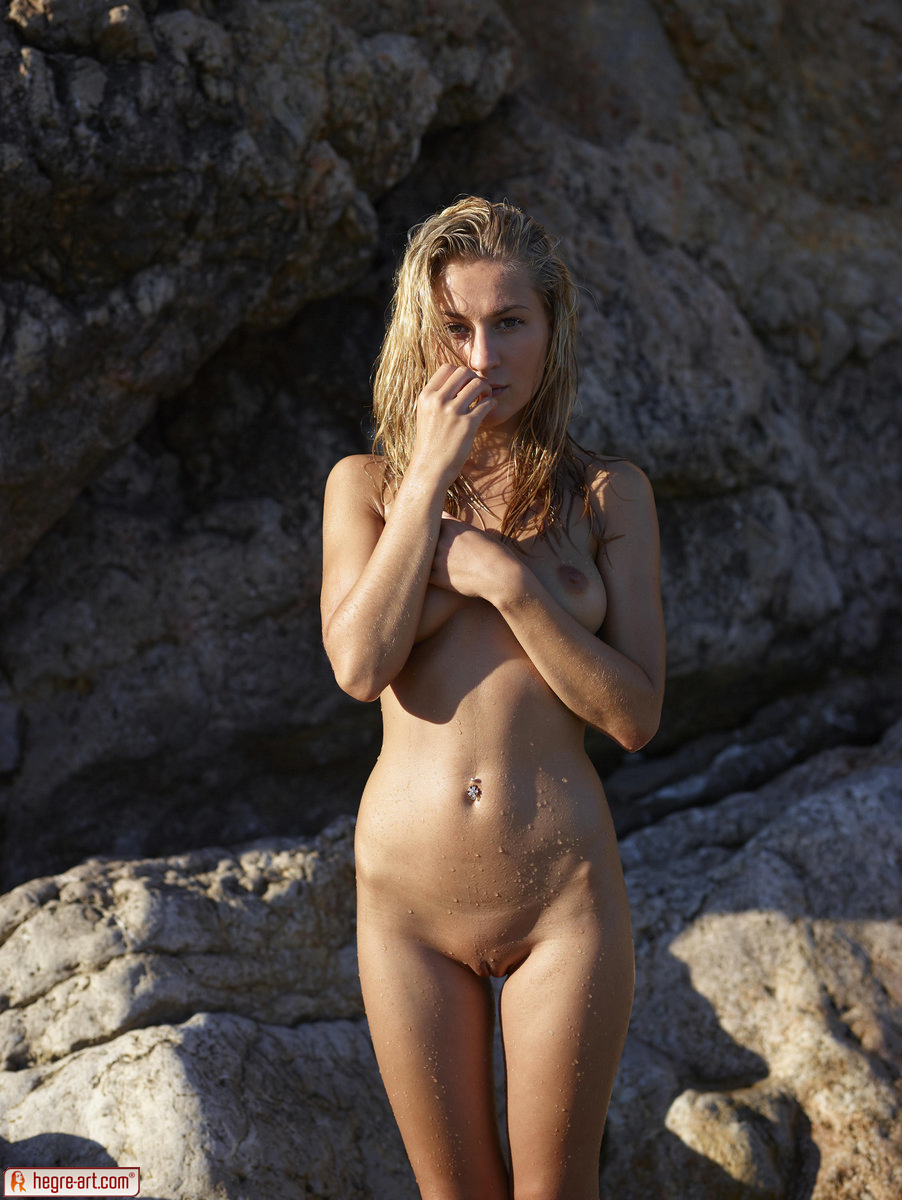 Zdjęcie porno - 057 - Śliska blond łania na plaży