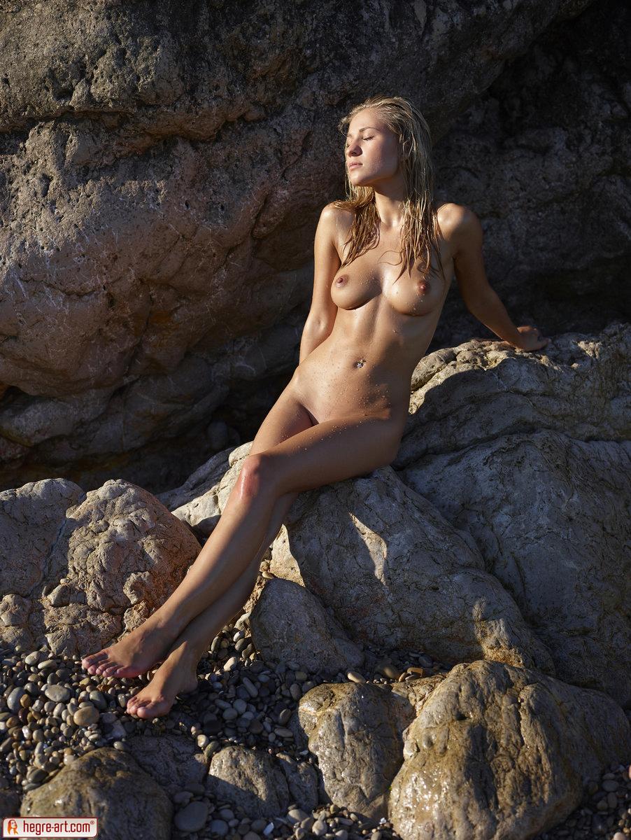 Zdjęcie porno - 0611 - Śliska blond łania na plaży