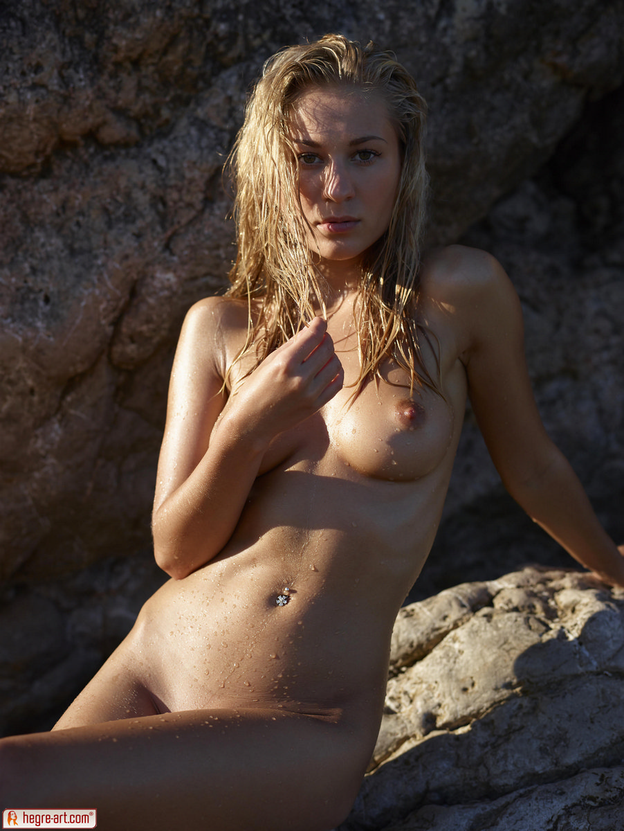 Zdjęcie porno - 0714 - Śliska blond łania na plaży