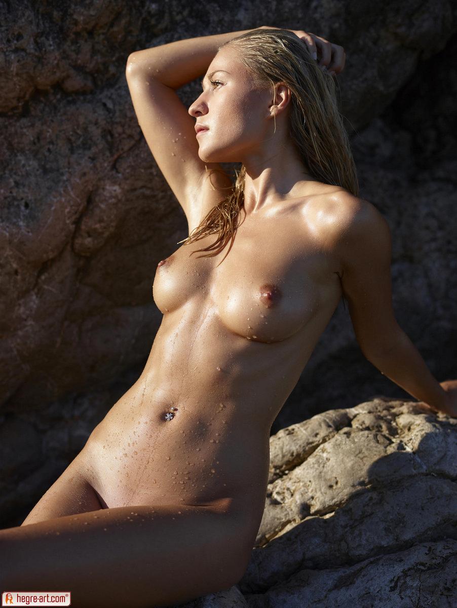 Zdjęcie porno - 0813 - Śliska blond łania na plaży