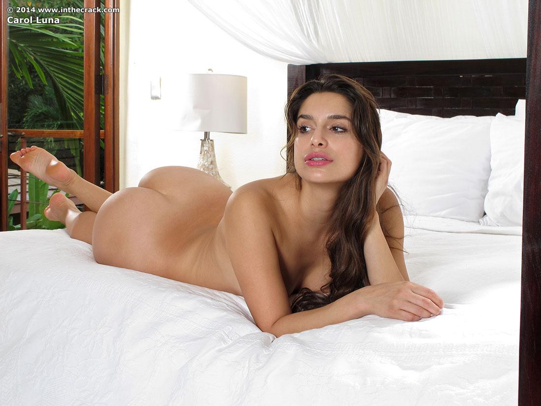Zdjęcie porno - 128 - Suczka zdejmuje sukienkę