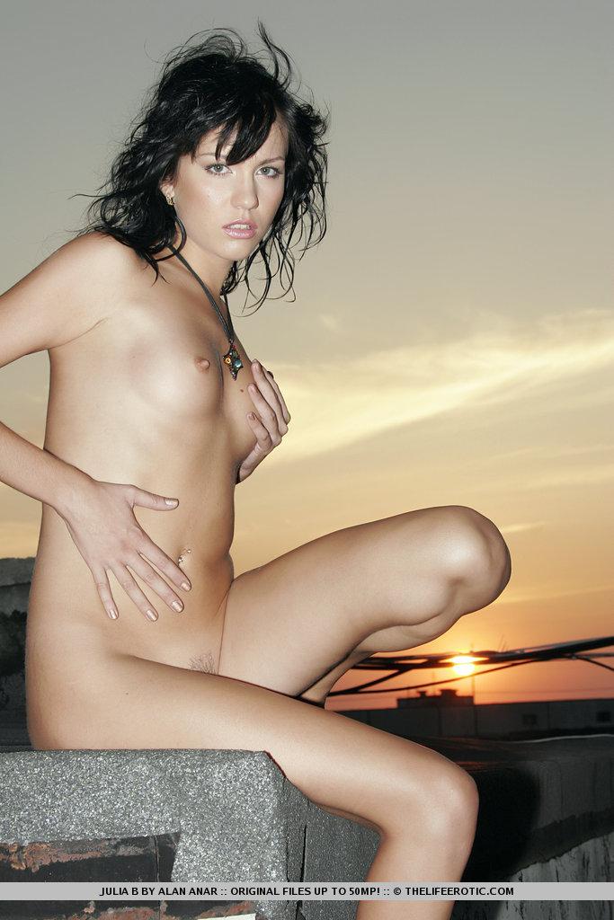 Zdjęcie porno - 1411 - Chuda na dachu