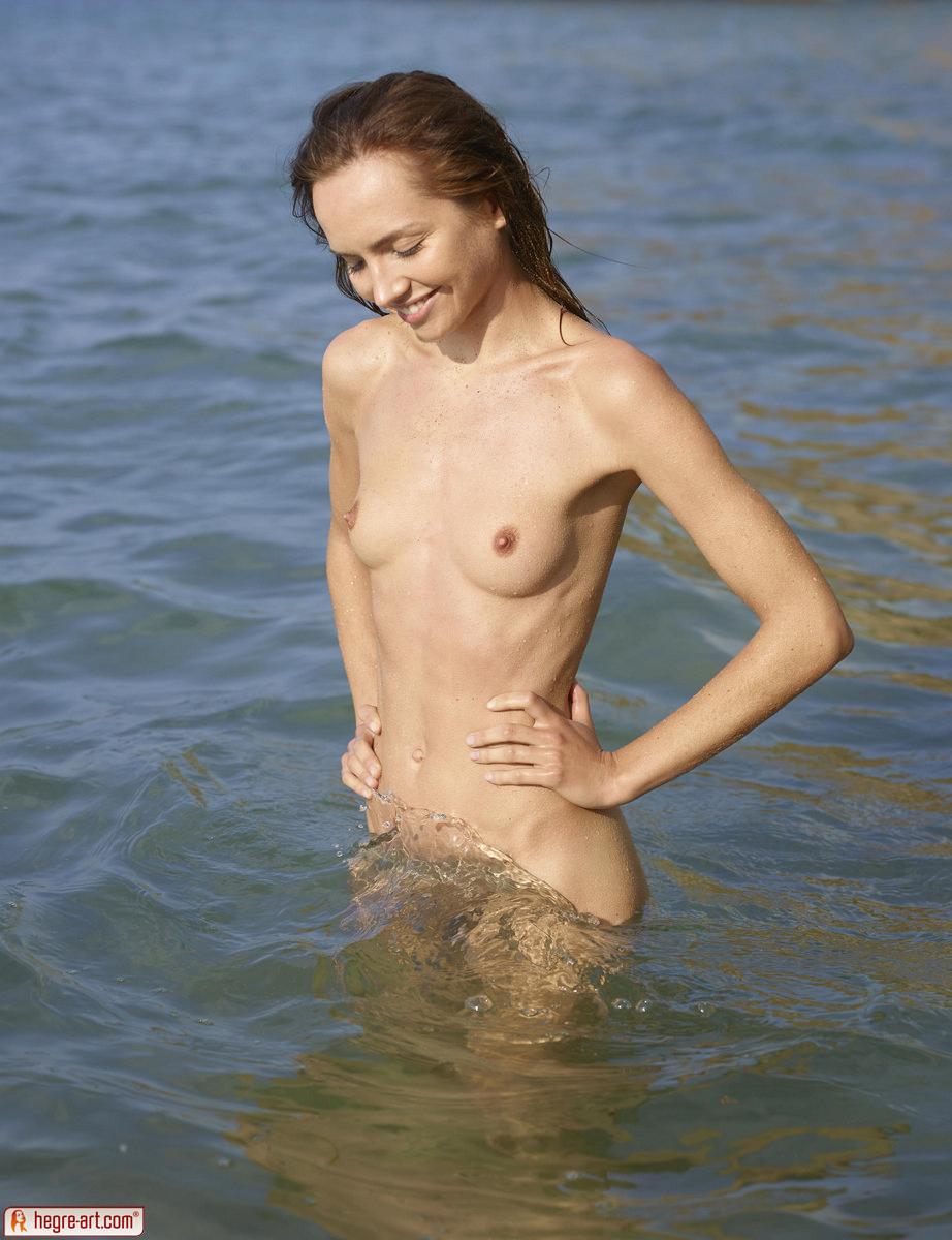 Zdjęcie porno - 1612 - Mokra w oceanie