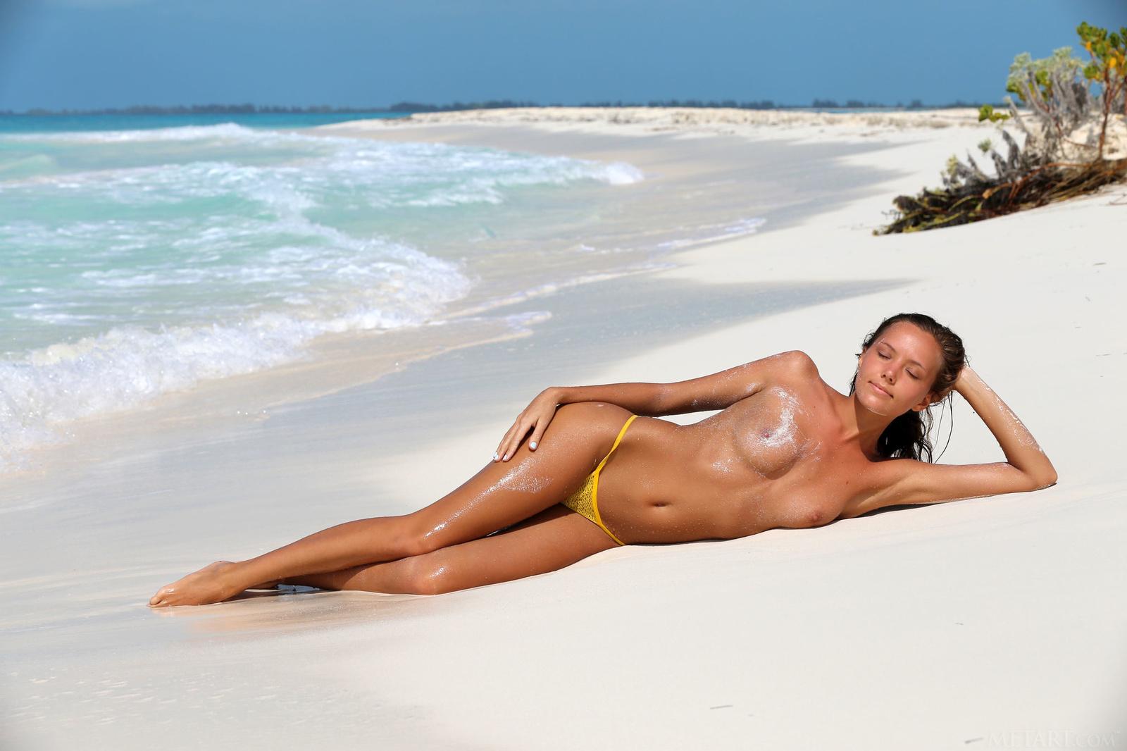 Zdjęcie porno - 086 - Opalona laka na piasku